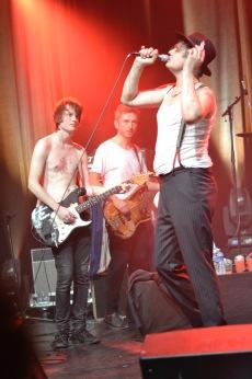 Pete Doherty (in secondo piano Jack (Trampolene) e Drew (Babyshambles)